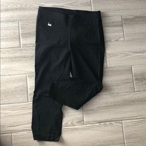Blank fitted capri stretch pants